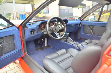 Der Innenraum komplett erneuert . Alcantara und Leder . Auch das Lenkrad perfekt neu bezogen .